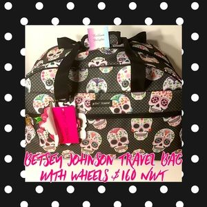 💋NWT $160 BETSEY JOHNSON TRAVEL BAG WITH WHEELS!!